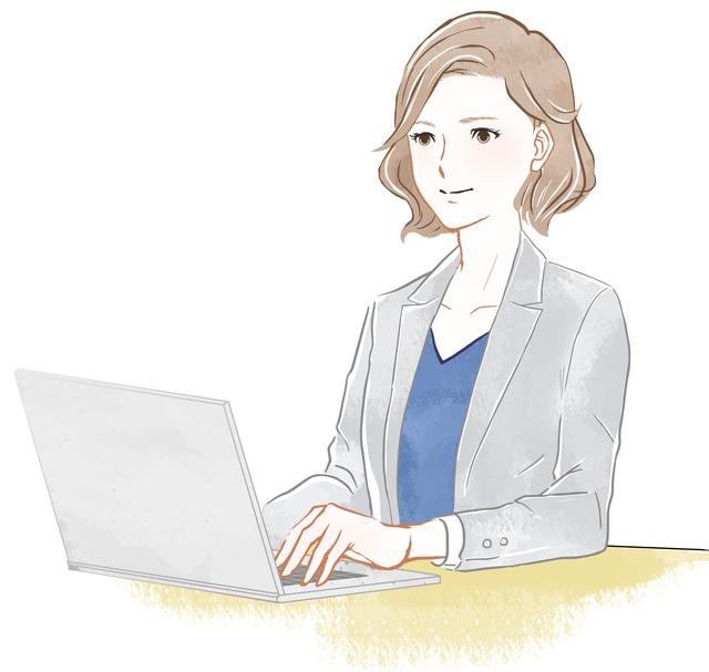 デスクワークをしている女性